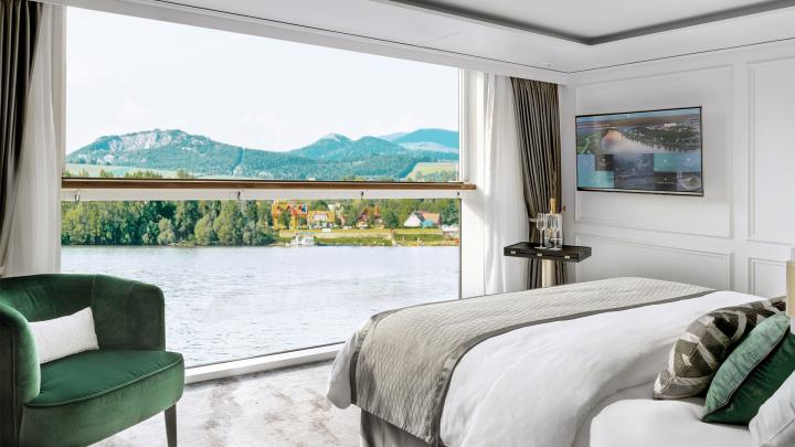Deluxe Suite with Panoramic Balcony-Window – [S1]